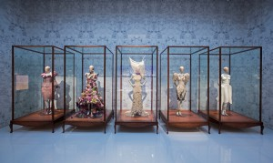 9._installation_view_of_romantic_naturalism_gallery_alexander_mcqueen_savage_beauty_at_the_va_c_victoria_and_albert_museum_london_0