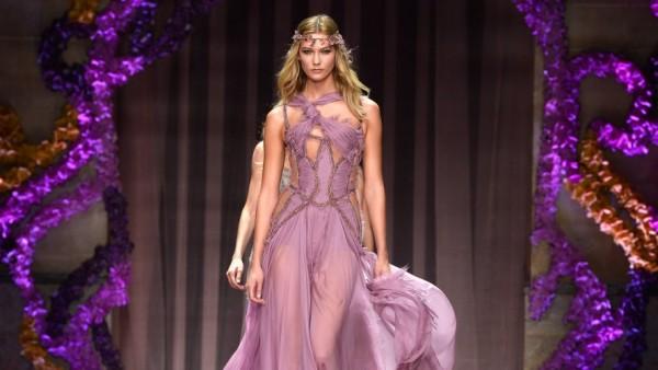 atelier-versace-apre-con-leggerezza-ed-eleganza-l-haute-couture-parigina-2704921814[4810]x[2001]1200x500